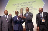 Récompense du mérite: Le Président rwandais reçoit un prix pour son leadership transformationnel